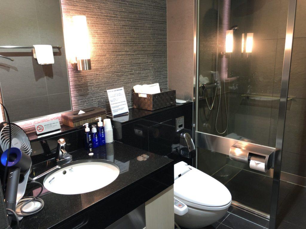 コンパクトに機能充実のシャワールーム