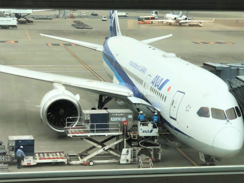 搭乗を待つB787